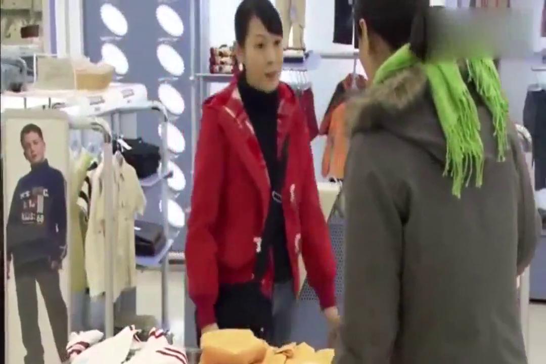新结婚时代:刘若英给保姆孩子买衣服超暖心 真是中国好雇主