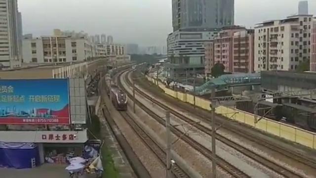 广深线上Z230次列车与广深高铁和谐号同向飙车,刺激
