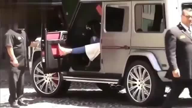 奔驰大G女司机下车后亮点多多真富态