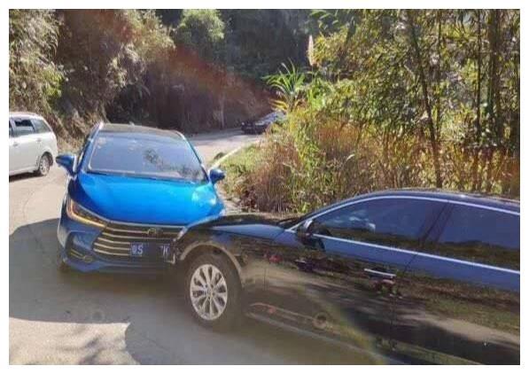 比亚迪迎面撞上奥迪,俩车受损差距太大,网友:没给国产车丢脸!