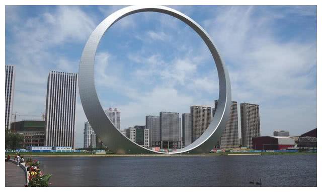 """辽宁花1亿建造大铁环,却称为最""""无用""""建筑,还被调侃面子工程"""