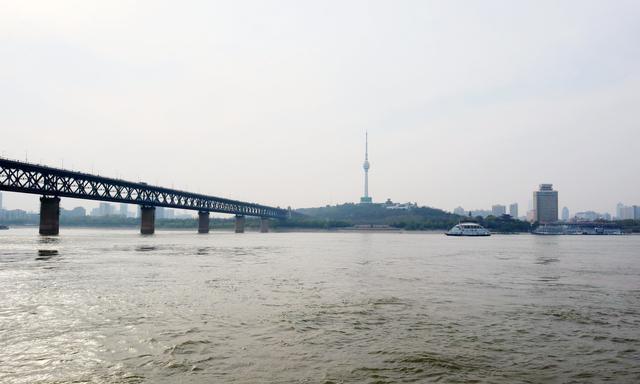 武汉最划算的一条游玩线路,不超过两元钱,让你领略大江大武汉