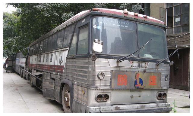 它真的不叫灰狗!90年代重庆至成都线客运MCI MC8美式三轴客车