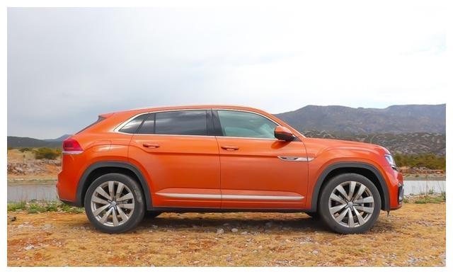 车长4米9轴距近3米,大众首款轿跑SUV开起来怎么样?