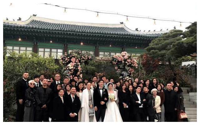 双宋婚礼大合影,章子怡凭什么站最中间