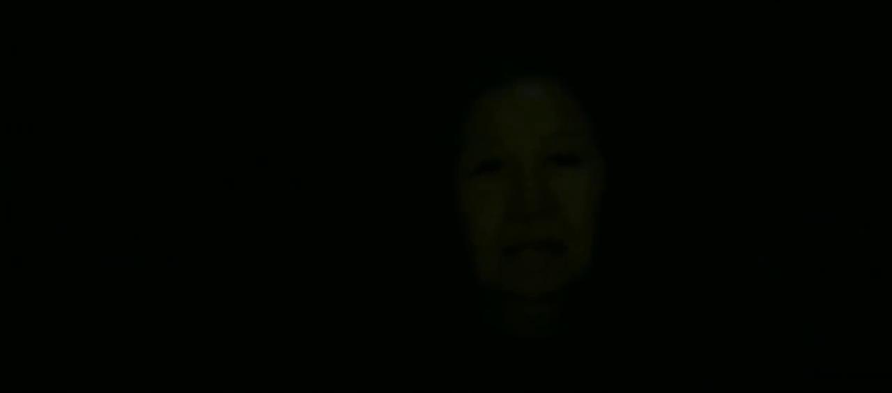 窗外黑影闪过,美女出门发现,老太太行踪诡秘