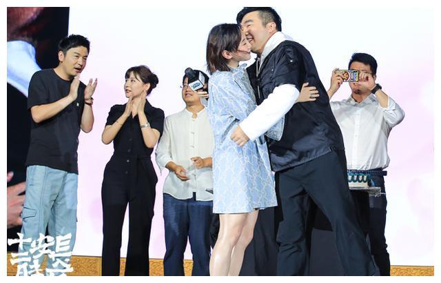 跳水公主何雯娜被男友求婚!未婚夫是《长安十二时辰》总制片人