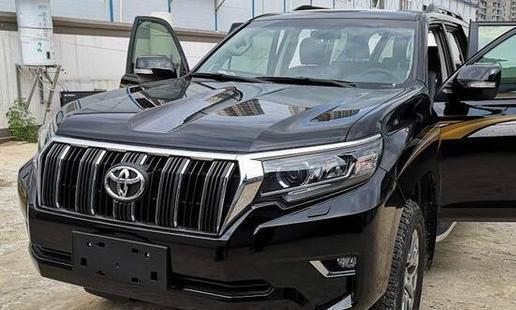 首台新款顶配丰田普拉多提车,颜值大增不输途锐,酷黑色真霸气