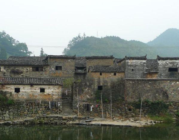 瑶里古称窑里,因是景德镇陶瓷的发祥地而得名,值得一去