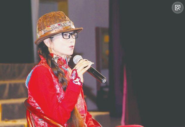 """几十年的秘密被揭开?""""孔雀舞""""杨丽萍摘下帽子那一刻惊醒世人!"""