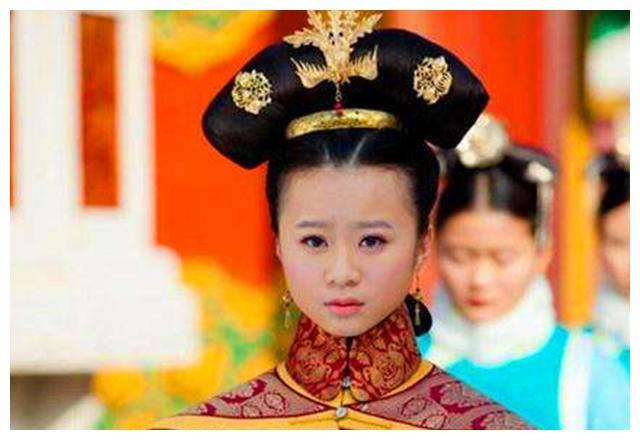 她14岁成为皇后,却因奢侈过度16岁被废,赶回娘家自己生活