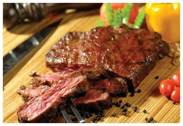 想吃牛排在家煎,不去西餐厅也能吃到,口感又香又嫩