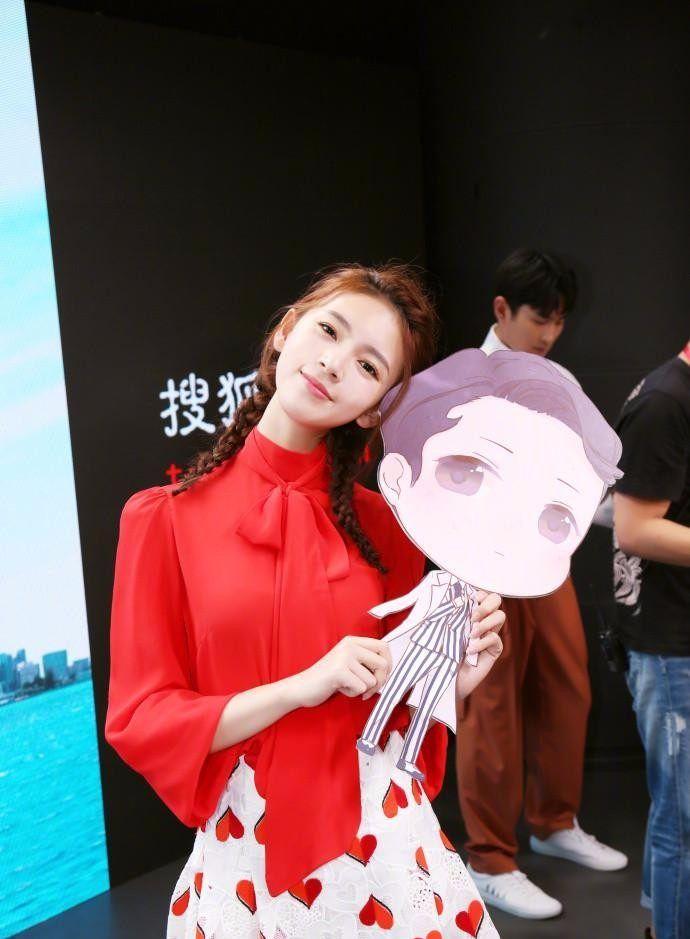 陈瑶红衣双马尾活动宣传图片,清纯可爱似少女