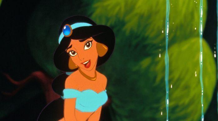 让只能穿现代服装的女孩模仿迪士尼公主,你看像不像?