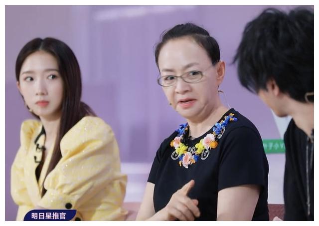 《明日3》华晨宇因口误跪拜宋丹丹,侧面解释了她能当导师的原因