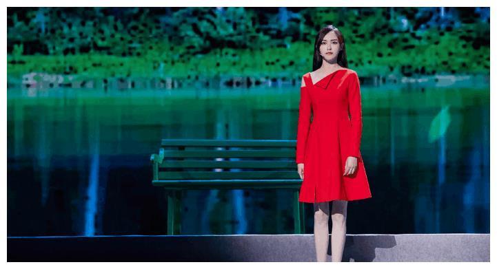 唐嫣一身红裙美颜四方,但坐下的时候感觉出她紧张了,糖糖加油
