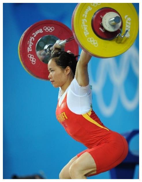 41岁奥运冠军陈艳青,嫁给62岁教练,女方买房子男方在家带孩子