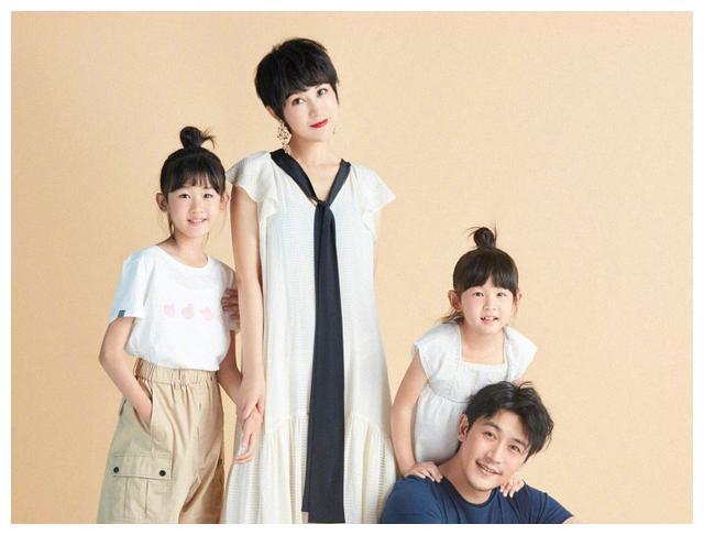 """有种""""全家福""""叫陆毅鲍蕾,父母颜值高就算了,女儿也长这么好看"""