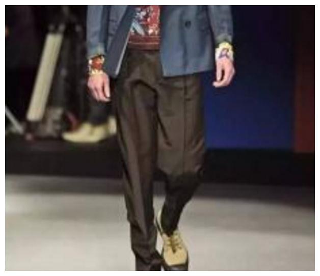 """中国人:阿迪鞋贵到""""穿不起""""!美国人:解放鞋才是真的贵"""
