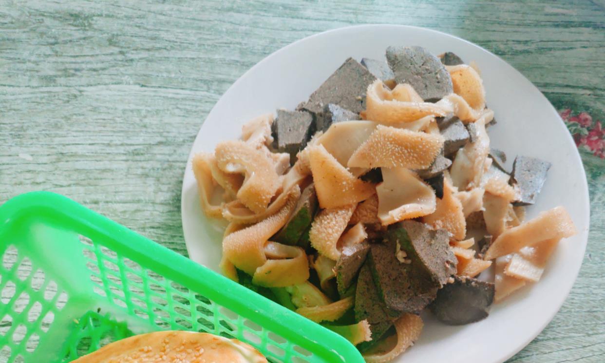 地锅羊汤、清蒸羊头羊杂、吊炉烧饼,故乡秋冬季时无法形容的鲜香