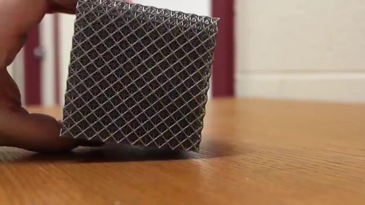 科学家世界最轻金属材料比钢铁硬10倍还没一棵蒲公英重