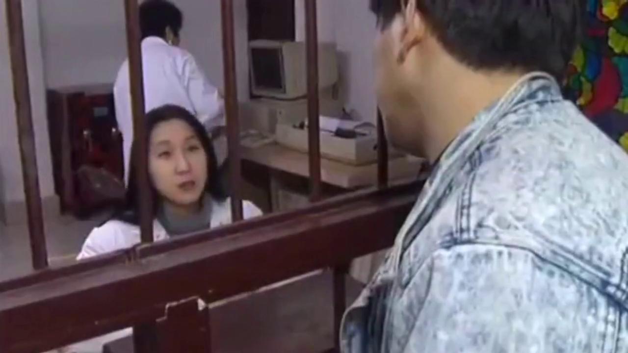 王窜窜才搞笑 在病房向护士推销猪肉 老婆看不下去了