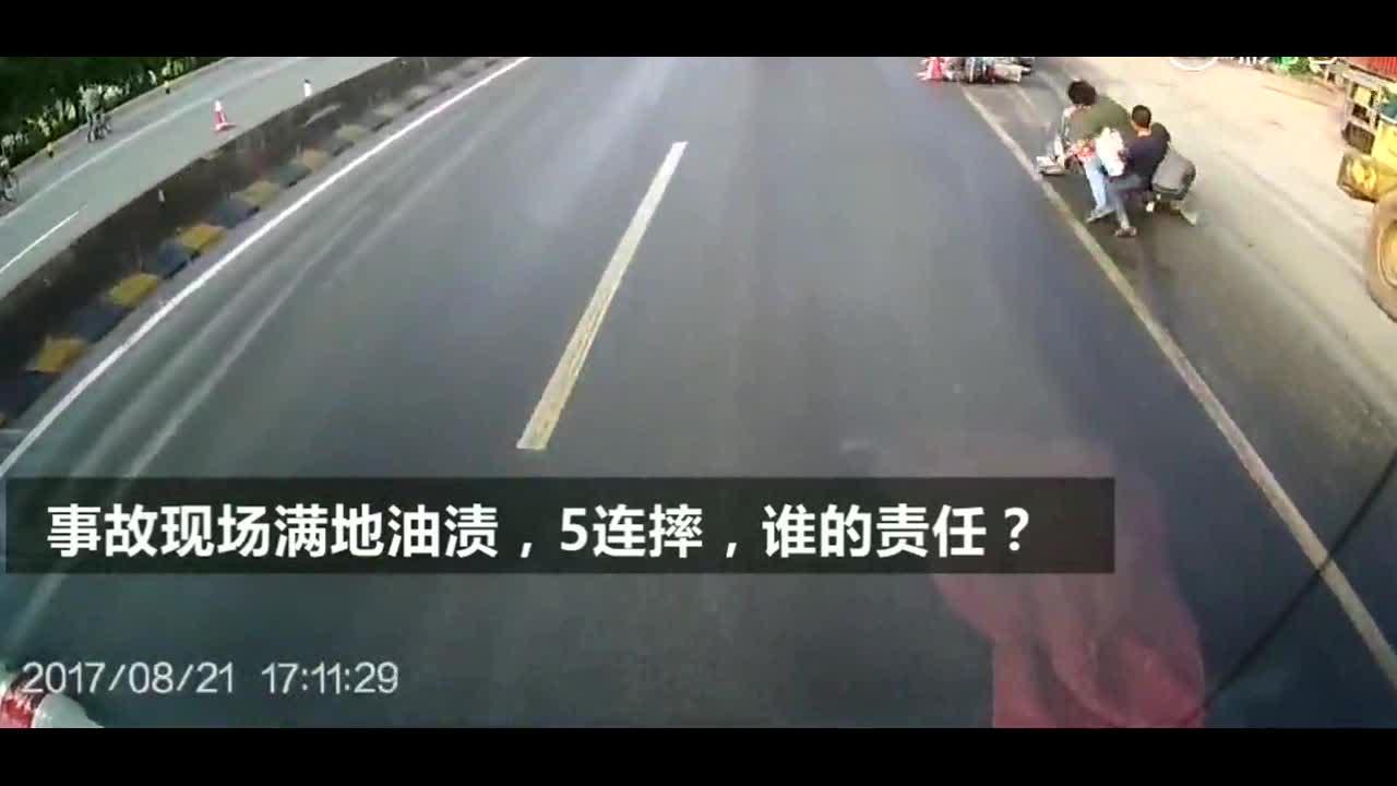 多辆摩托车同时莫名摔倒知道真相后司机无奈的摇头