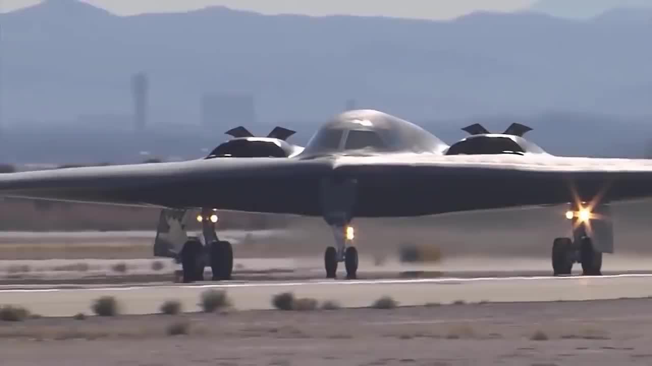 美国B-2隐身轰炸机到底有多先进曾经被怀疑是外星人科技