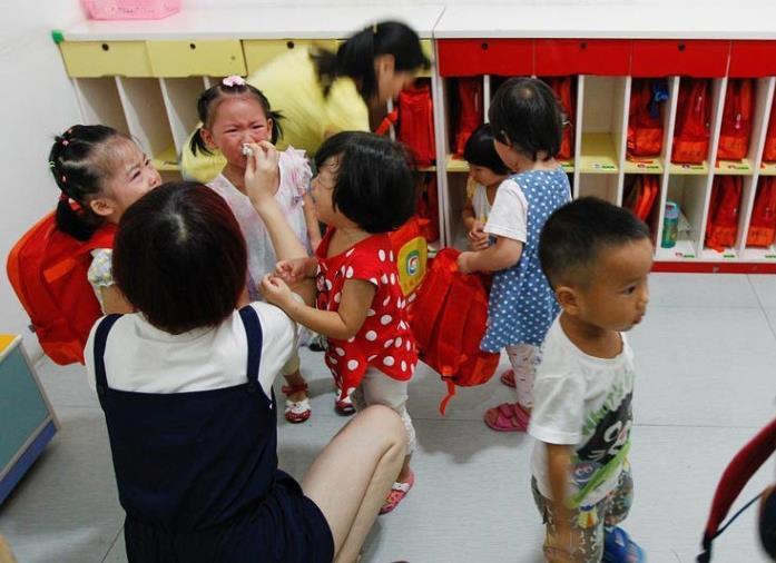 为何孩子上幼儿园后总容易生病?有3种高发的传染病,父母要留心