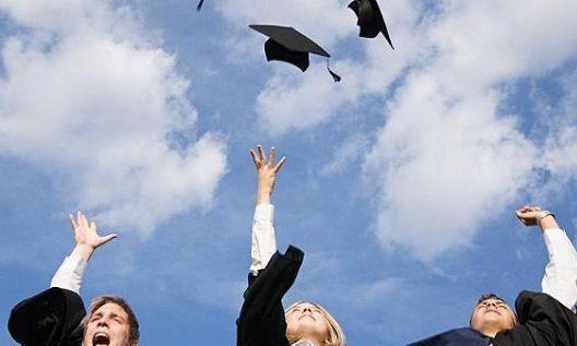 读研究生,是国内考研好还是出国读研好?