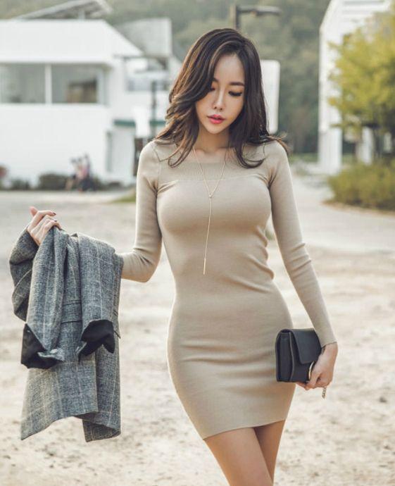 紧身连衣裙小美女,好身材一览无余,图1图4背影身材好到过分了啊