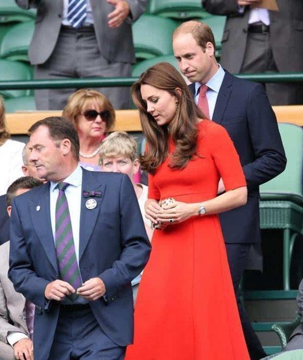 当凯特王妃遇上伊万卡,两人同穿红色衣服,网友:身材好果然重要