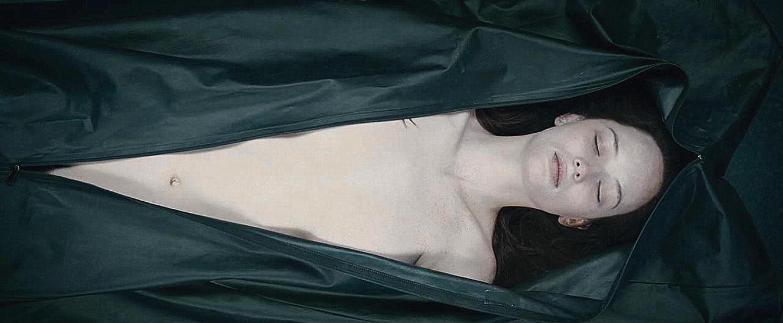 法医解剖新鲜女性尸体