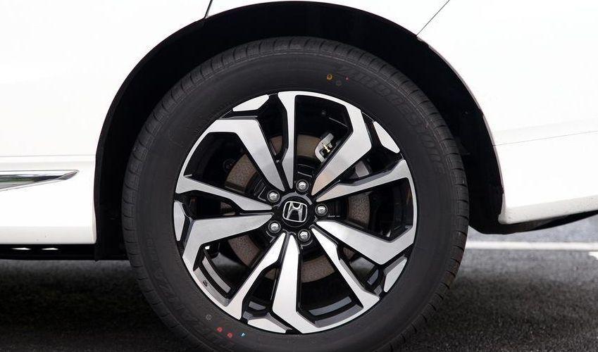 东风本田UR-V,轮胎尺寸适中做工扎实,满足大部分人行驶需求