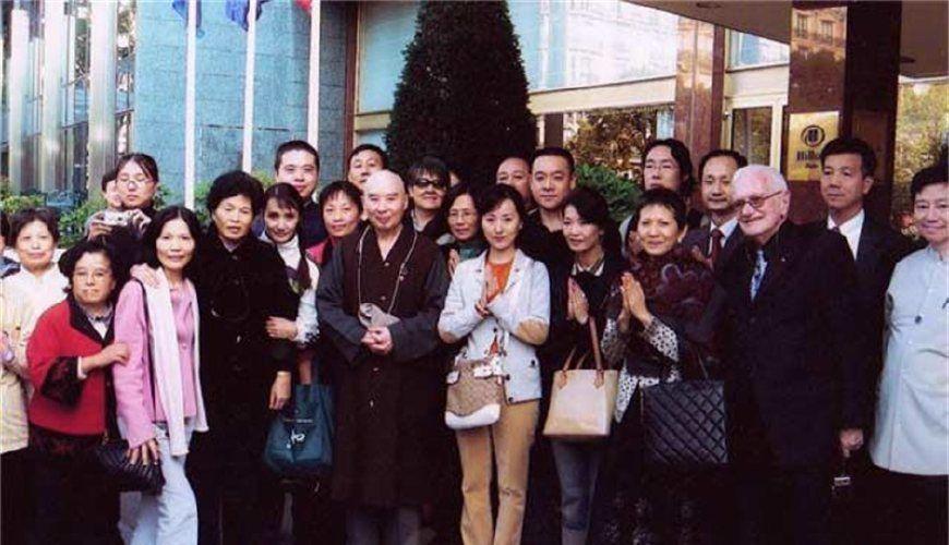 87版红楼梦剧组最好的一对姐妹,吃斋念佛,姐妹俩携手同行
