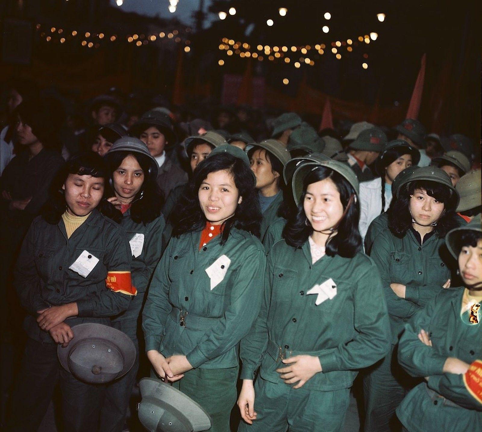 1979年的越南,罕见历史老照片,戴着绿帽子的越南女兵