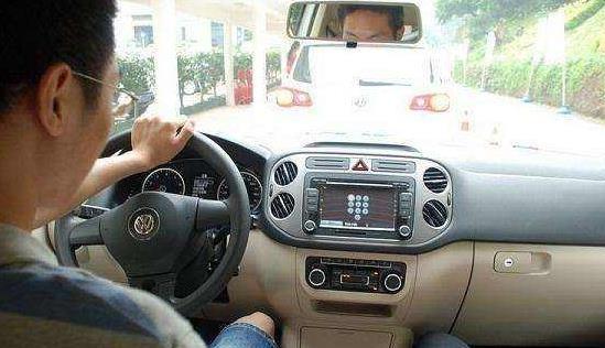 开手动挡车能直接从5挡降到1挡吗?新手听好了,车坏咋抱怨都没用