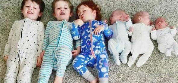 年轻妈妈连生两次三胞胎,表示还想继续生。