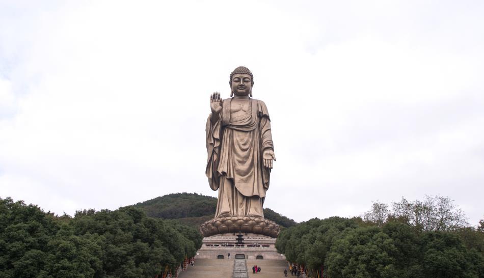 为什么寺庙禁止游客对着佛像拍照?网友:看完后不敢再拍了