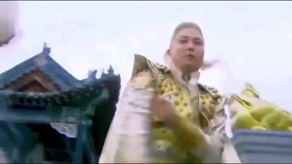 活佛济公刘枫化身武财神帮助神女打败金不唤, 并砍下他一条腿。