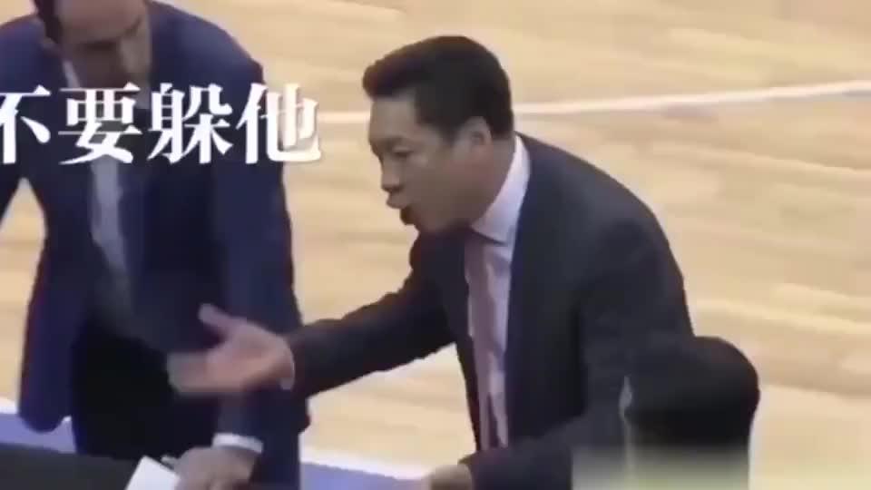 CBA教练暂停时恶龙咆哮,李春江:你瞅我干嘛,真是笑死我了