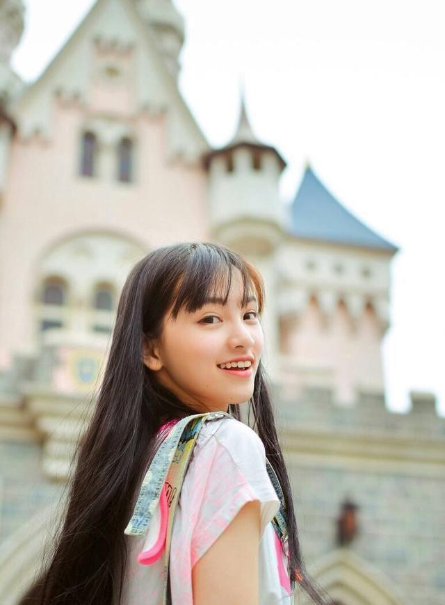 武大校花——黄灿灿