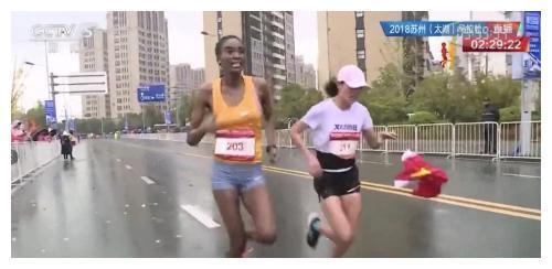 马拉松递国旗重创智美体育:亏损2.71亿,广告收入0