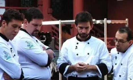 怎么弄晕龙虾难倒国外大厨中国厨师两个字解决国外厨师竖起大拇指