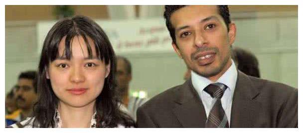 与卡塔尔丈夫结婚20年,如今一家人生活很恩爱,曾支持丈夫多妻