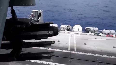 美军航母舰载武装直升机实弹射击训练