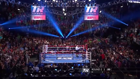 两年前的今天克劳福德强势KO英唐戈成为四大组织统一拳王