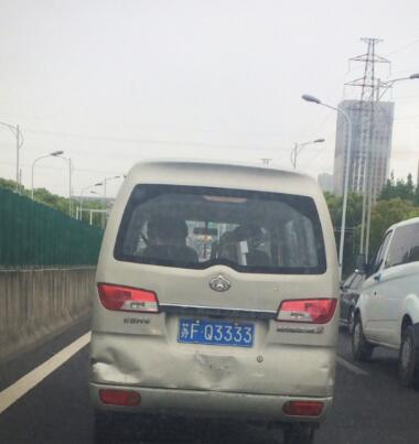 """网友实拍南通车牌靓号""""FQ3333"""",居然挂在二手面包车上!"""