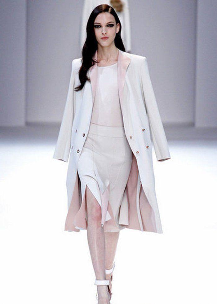 时尚:穿搭尽显女神范,模特肆意挥洒魅力,展现潮流女神范