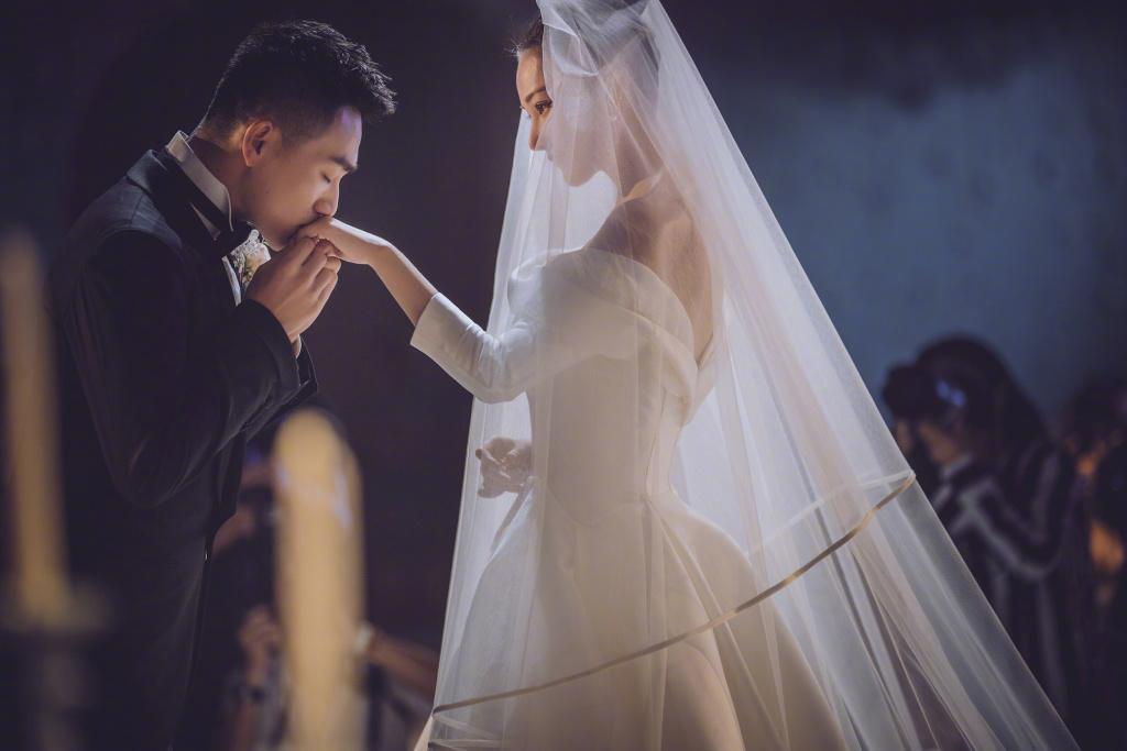 何捷被传背景强大,张馨予表姐发文澄清谣言:戒指都是图片